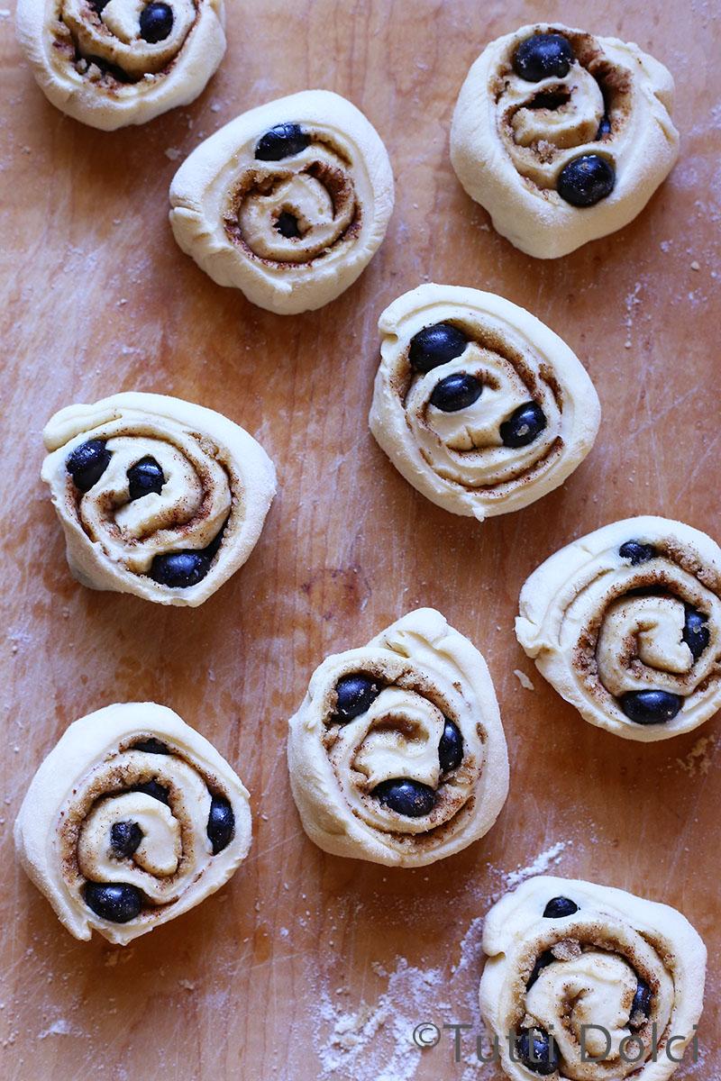Blueberry Cinnamon Rolls | Tutti Dolci