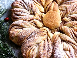 Cinnamon Sugar Star Bread