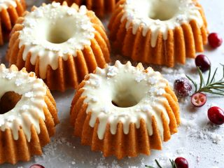 Cranberry White Chocolate Cakes